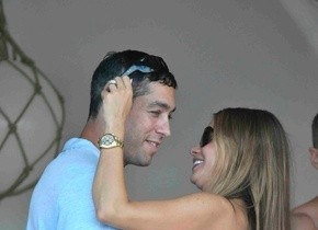 """Sofia Vergara """"Alcolica"""": ballo hot a Mykonos dopo qualche bicchierino in più'"""