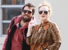 Adele-annuncia-durante-un-concerto-che-si-è-sposata